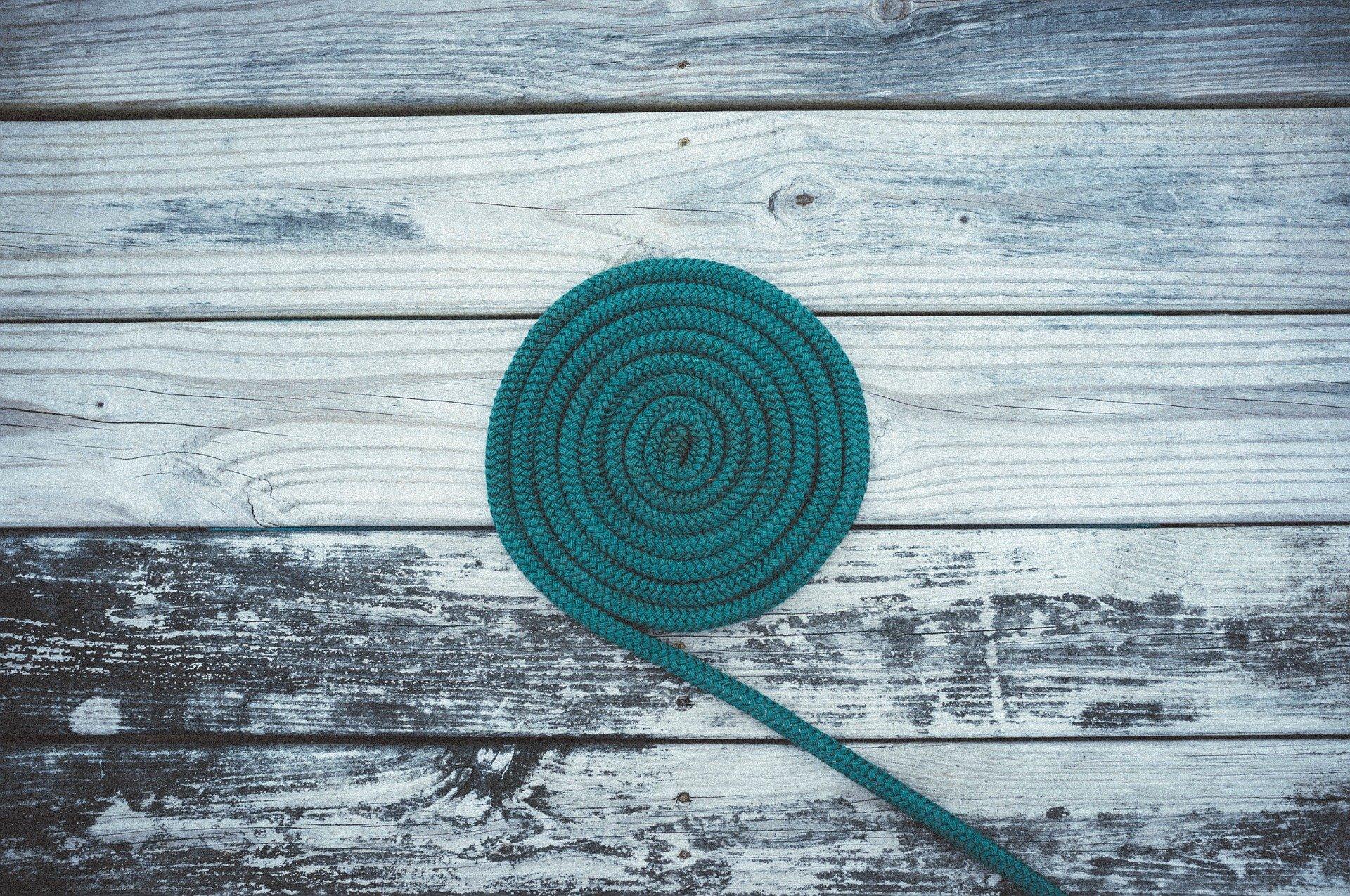 corda arrotolata a cerchio, gioco python con i cerchi